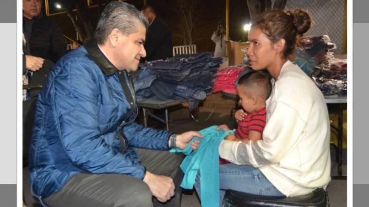 Proporcionan alimento y ropa invernal a caravana migrante en Coahuila