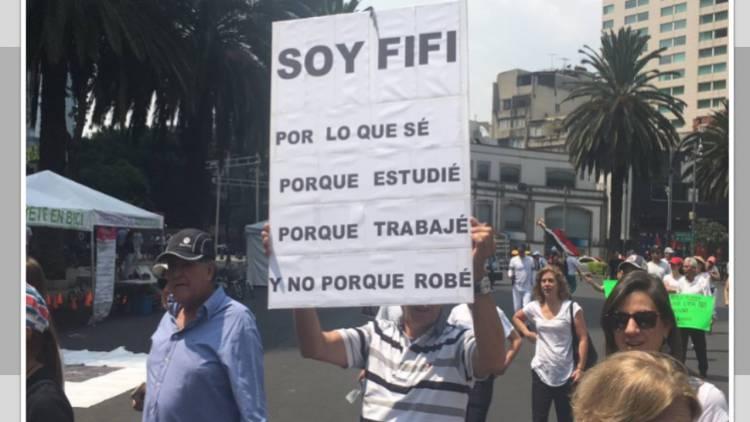 Marchan en Reforma contra gobierno de López Obrador