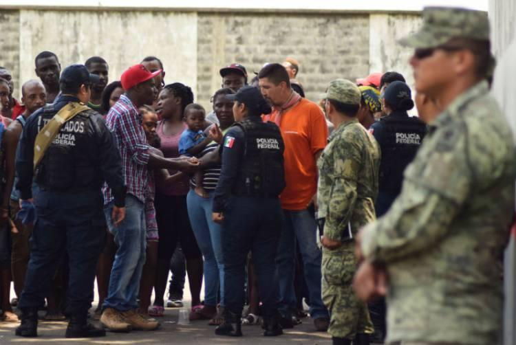 Regresa México a 95 cubanos a su país
