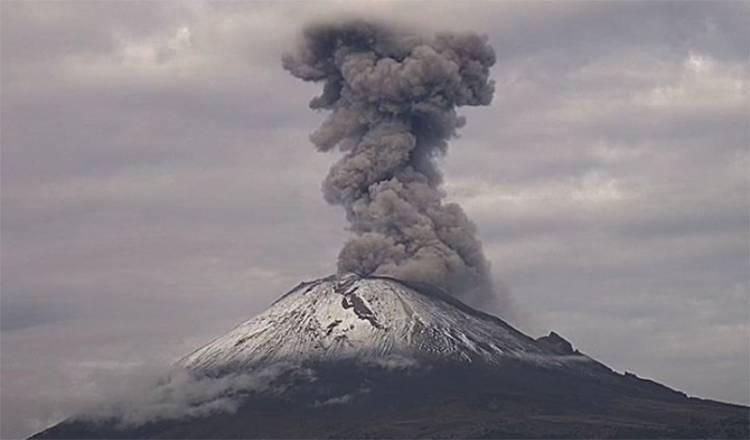 Reportan siete emisiones de ceniza del Popocatépetl en una hora