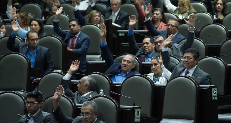 Diputados aprueban revocación de mandato y consulta popular