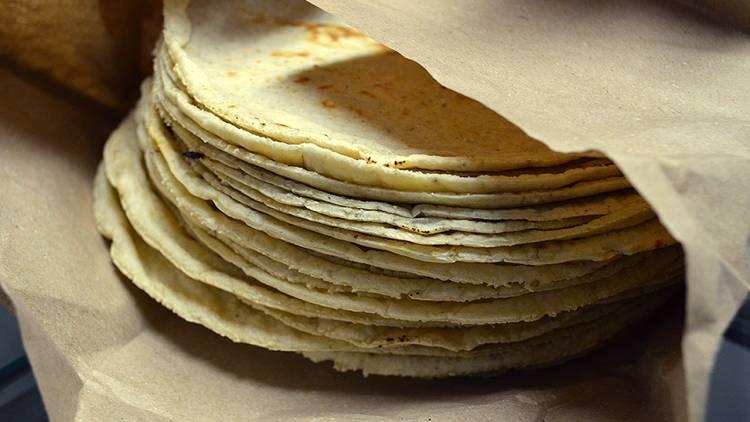 El kilo de tortilla podría costar 60 pesos, en caso de aprobarse una polémica ley