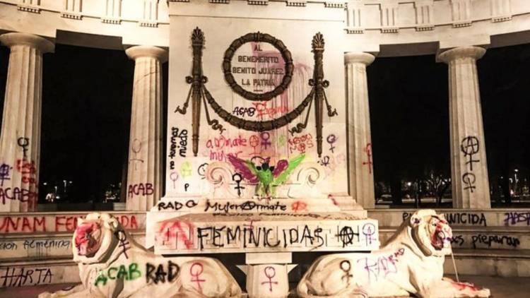 Encapuchadas dañan monumentos históricos durante marcha feminista