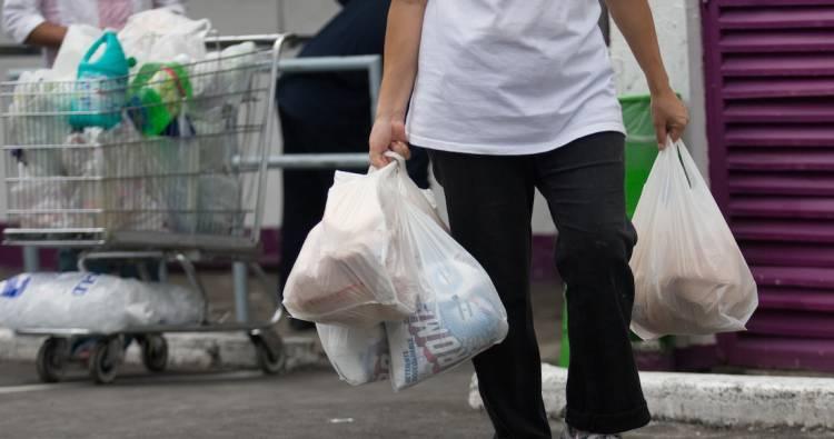 Sedema y plazas comerciales firman acuerdo contra bolsas de plástico en CdMx