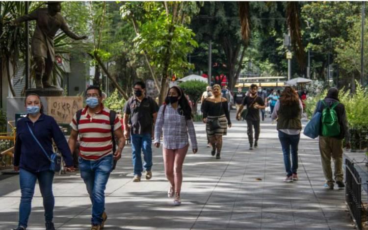 CDMX sigue en semáforo naranja pero abrirán albercas, museos y cines