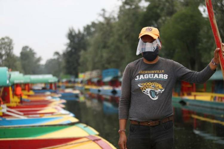 Navegan de nuevo las trajineras en Xochimilco