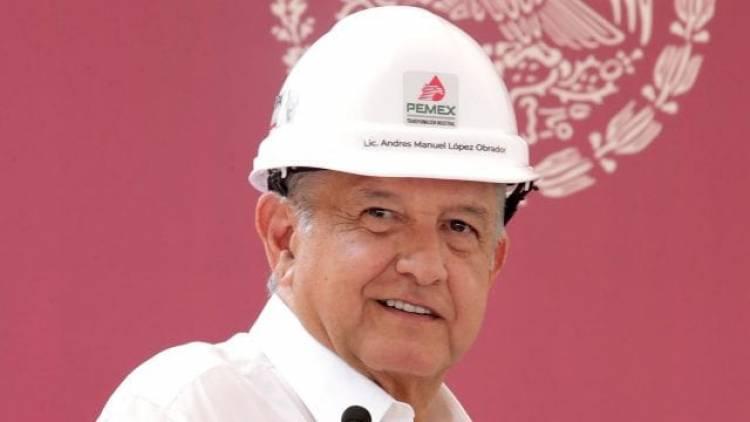 AMLO pospondría nueva reforma energética hasta 2021