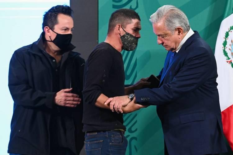 Un 'colado' llega hasta López Obrador en la mañanera