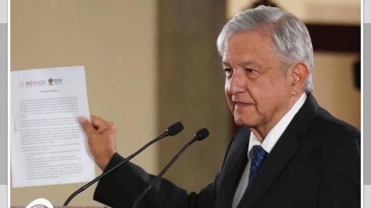 Presidente López Obrador firma compromiso de no reelección