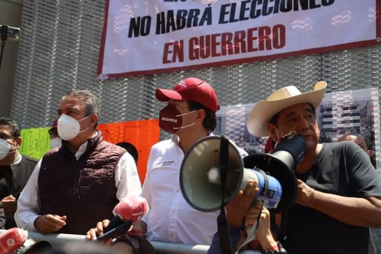 Realiza Morena plantón ante el Tribunal Electoral