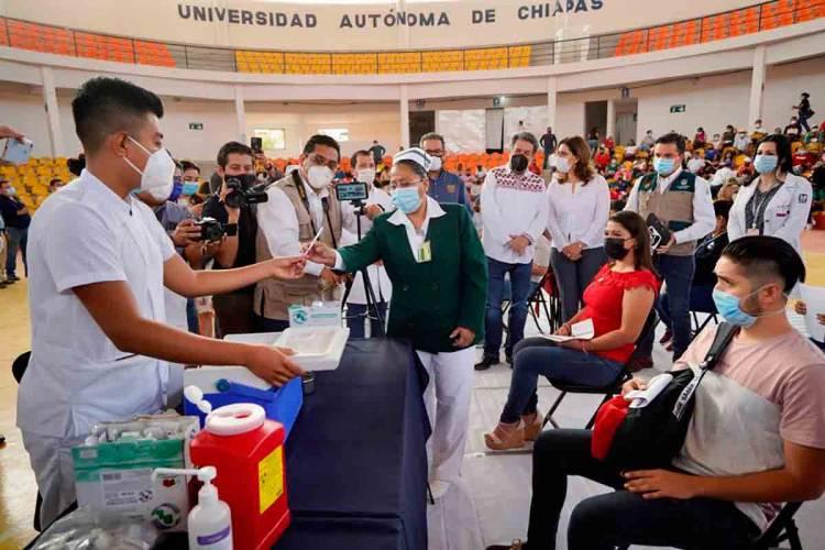 IMSS participa en arranque de vacunación a maestros en Chiapas