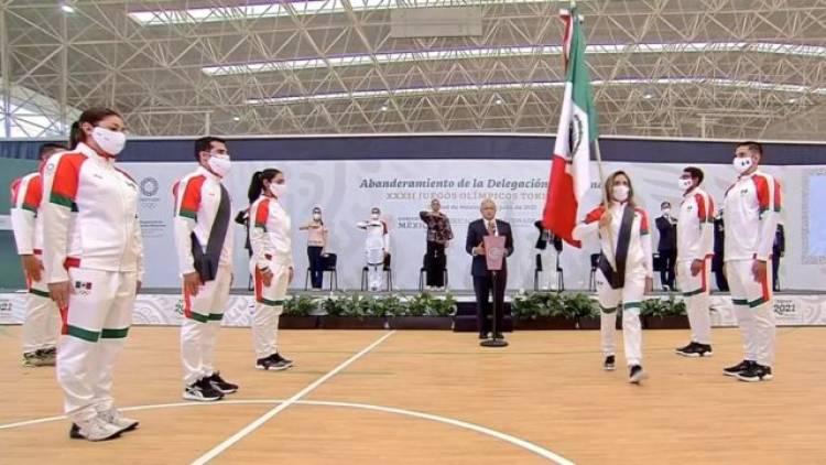 Representarán en Tokio a mexicanos luchones, dice AMLO a deportistas