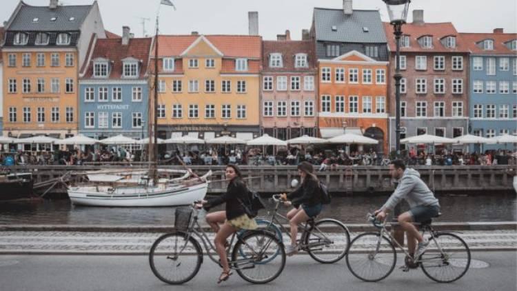 Dinamarca regresa a la normalidad tras eliminar restricciones pandémicas